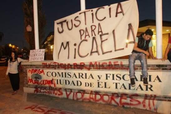 Foto de Edgardo Gómez: movilización del 5 de abril en El Talar.