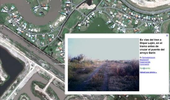GOOGLE TE DELATA. La visión actual de las tierras, con una foto de la situación anterior a la destrucción. A la derecha del ex terraplén, el country Santa Catalina; a la izquierda el barrio privado San Benito en construcción.