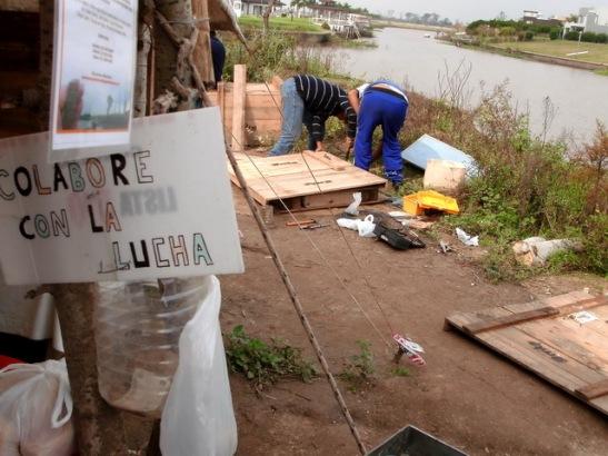 Minga comunitaria en Punta Querandí, en abril de 2010. Foto de Dante Farías.