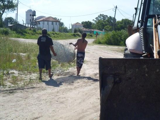 El alambrado es llevado hasta la puerta del country San Benito.