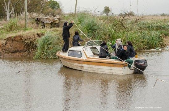 La única manera de cruzar actualmente es con balsa, bote o embarcación.