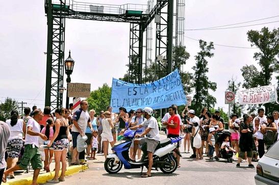 01 Enero - 25 - Manifestación puente Eva Perón (F Ugo)x